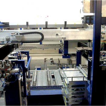 Perndorfer Sondermaschinen: Vollautomatische Fertigung von Gefriertruhen